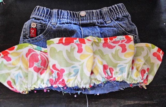 Своими руками юбку из старых джинс с оборкой из ткани