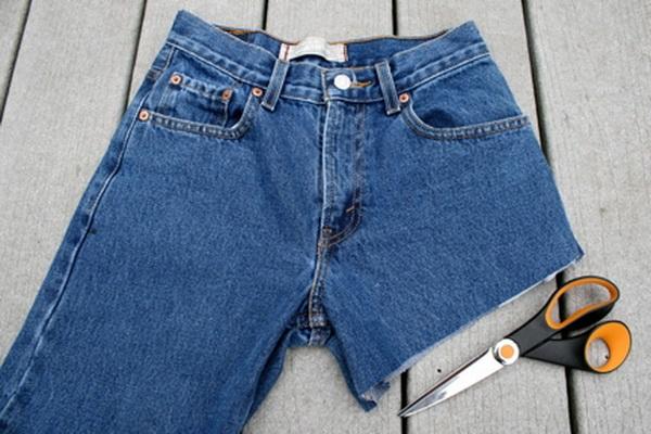 Как сделать из джинс короткие шорты своими руками