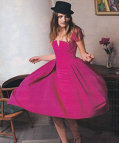 платья футляр красного цвета