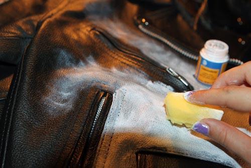 Чем обрабатывать кожу на куртке